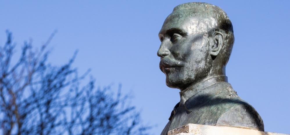 Monumento al Doctor Castro Benavente (1)