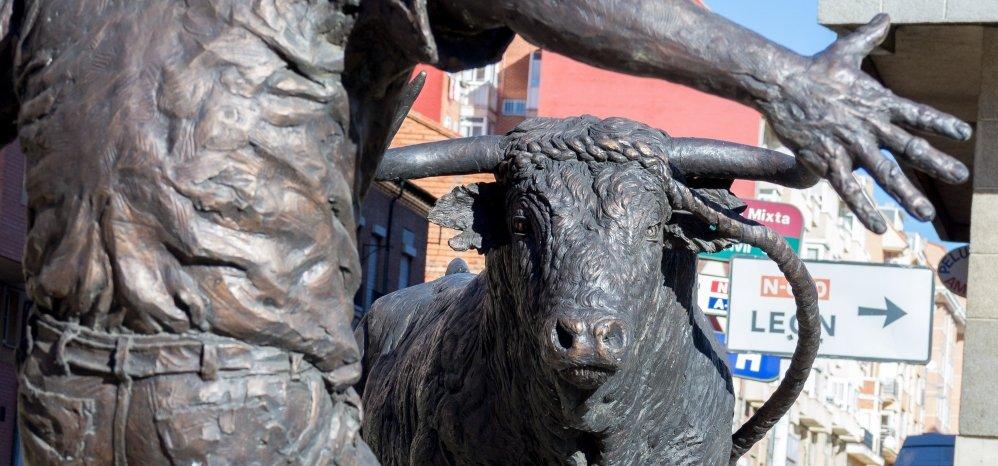 Monumento al toro Enmaromado (17)