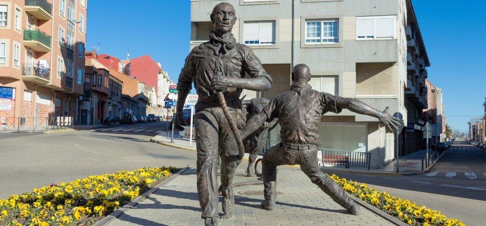 Monumento al toro Enmaromado (25)