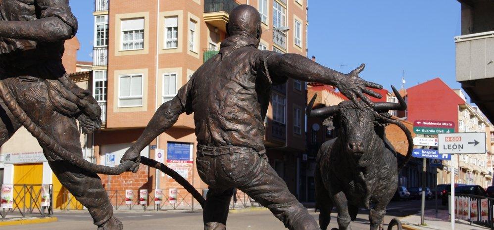 Monumento al toro Enmaromado (32)