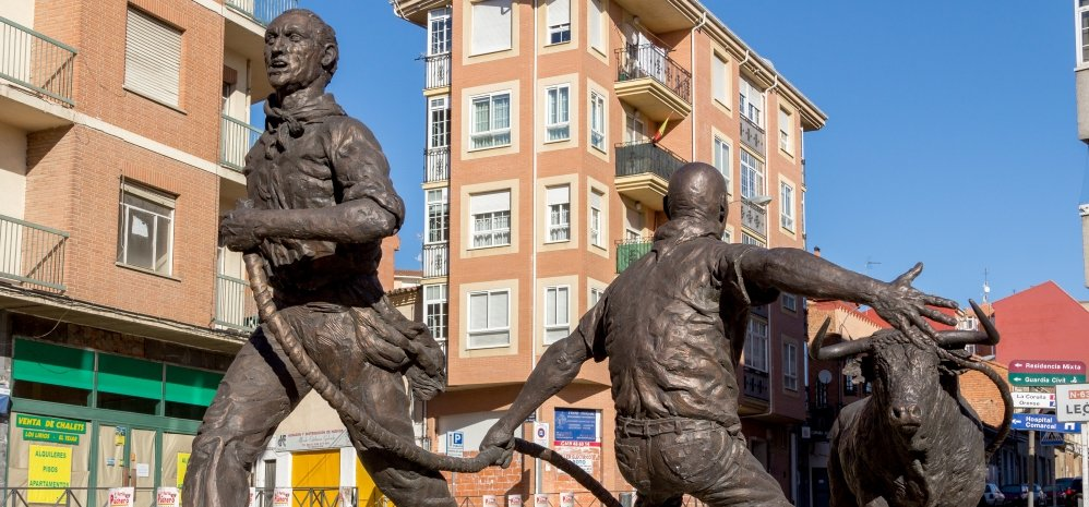 Monumento al toro Enmaromado (33)