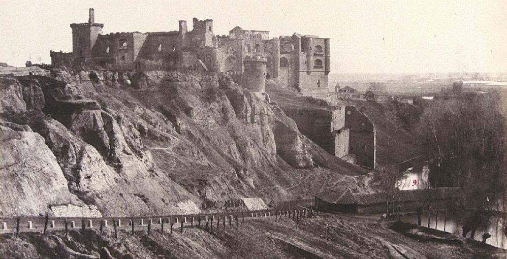 HistoriaClifford 1865, Castillo Benavente